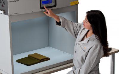 客户现场维护爱色丽光源箱SpectraLight QC所感(附:几种典型标准光源说明)